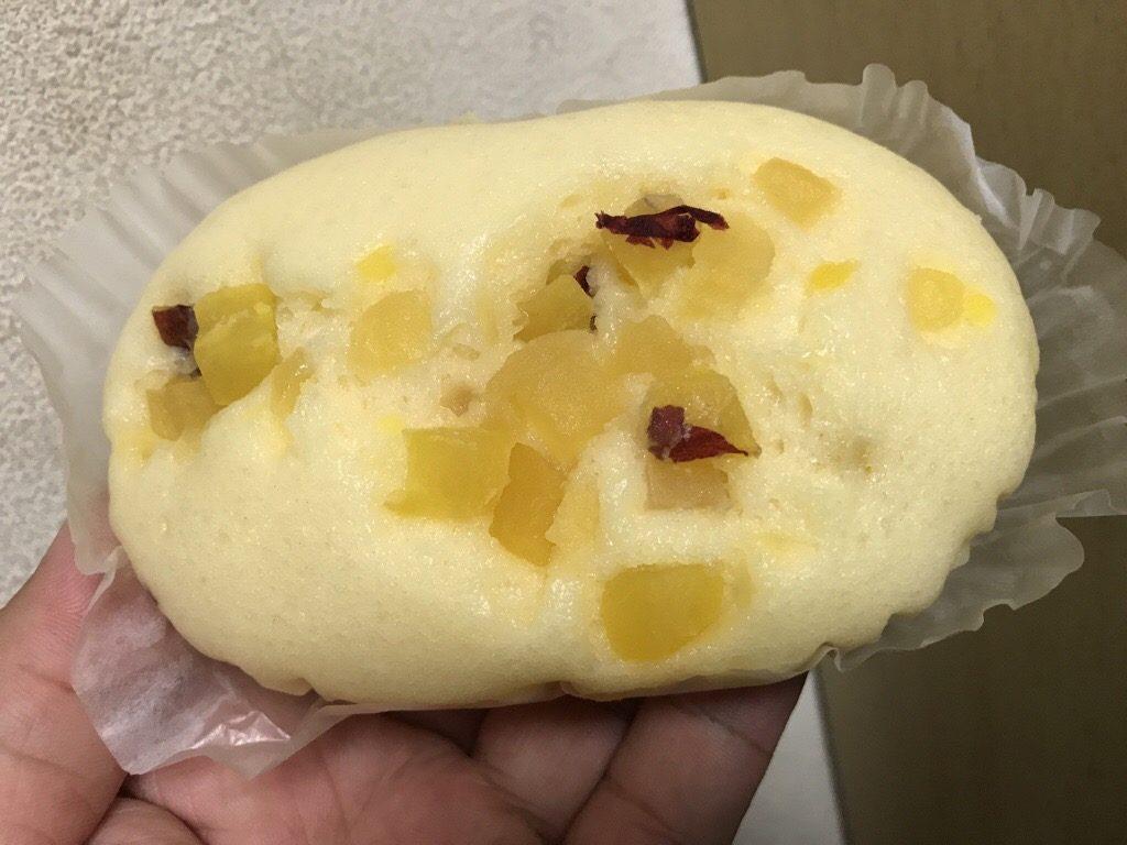 タカキベーカリー さつまいもと林檎の蒸しパン