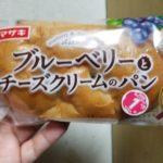 ヤマザキブルーベリーとチーズクリームのパン