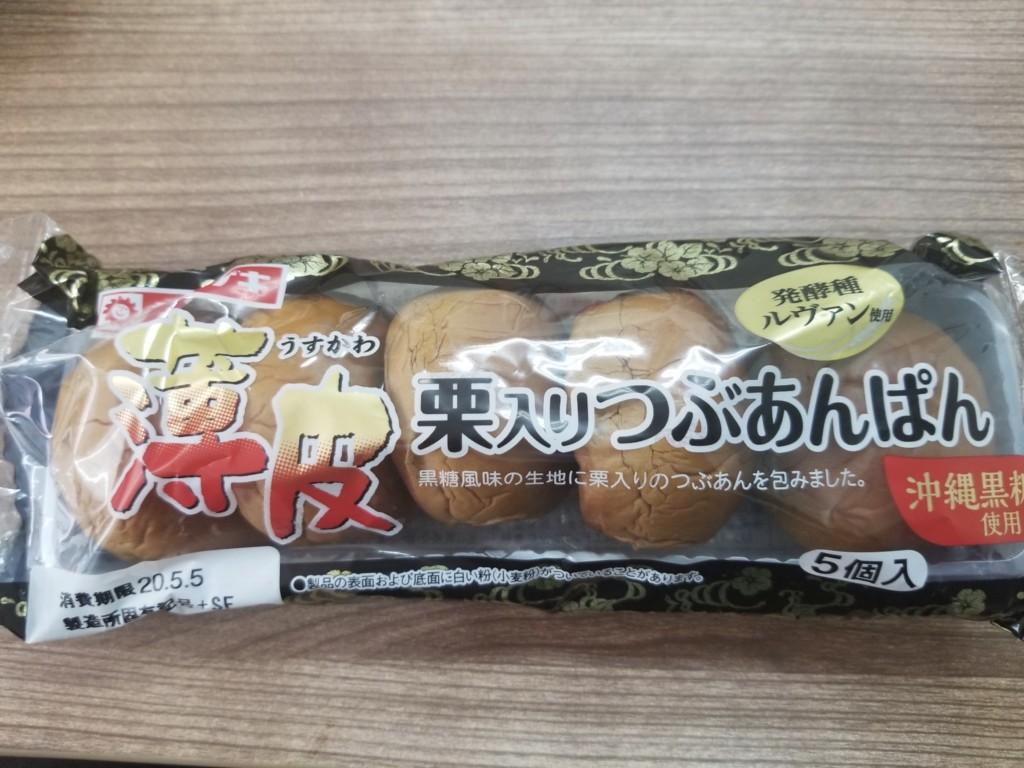 ヤマザキ薄皮栗入りつぶあんぱん(沖縄黒糖使用)